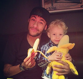 'We are all monkeys.' After Dani Alves ate a banana thrown at him, Neymar's anti-racism tweets went viral
