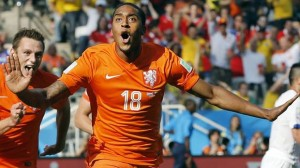Netherlands' Leroy Fer celebrates scoring the opening goal during the group B World Cup soccer match between the Netherlands and Chile at the Itaquerao Stadium in Sao Paulo, Brazil, Monday, June 23, 2014.(Associated Press)